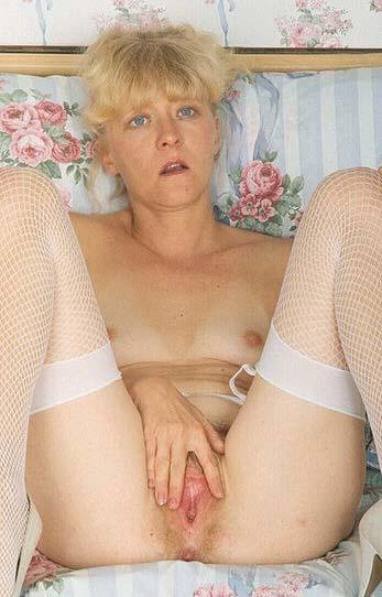 sexy blond milf in warwickshire