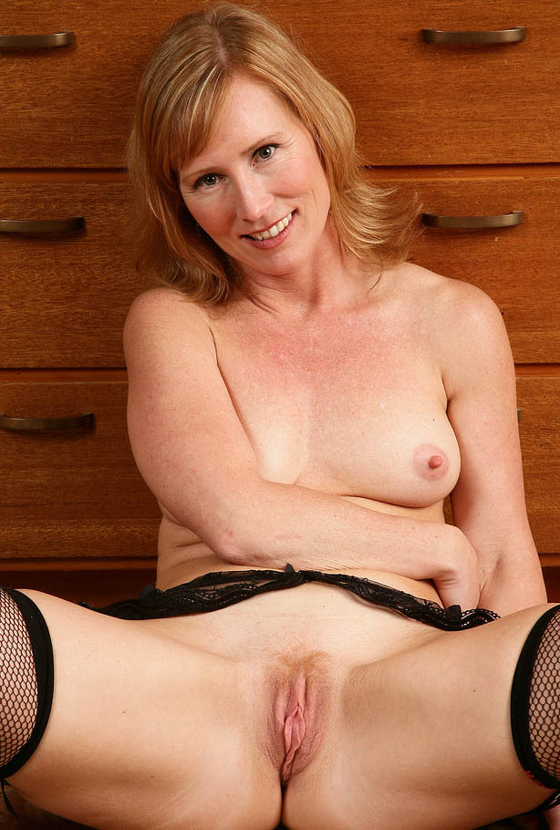 emely43-piss-watersports-sex-contacts-east-england