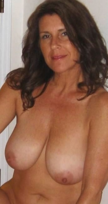 housewifeneeds-mature-milf-sexy-mum-looking-for-sex