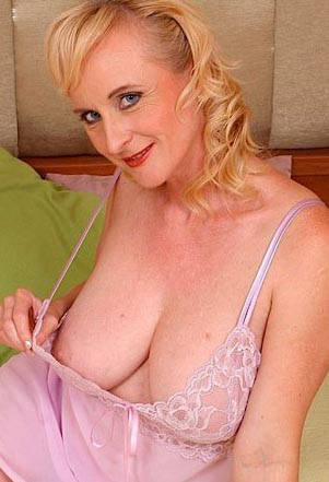 monik44-milf-sex-contacts-find-women-south-east-england